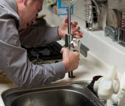 Pourquoi devriez-vous engager un plombier pour installer un chauffe-eau ?